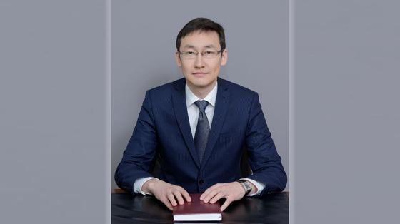 Султангазиев сменил Бюрабекову на посту главы комитета Минздрава
