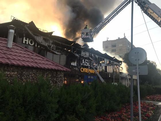 Супермаркет загорелся в Алматы (фото, видео)