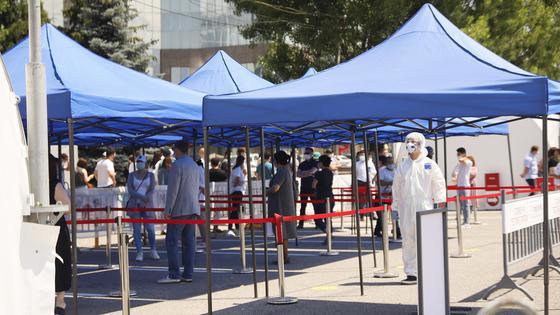 Алматинцы ринулись сдавать тесты на коронавирус