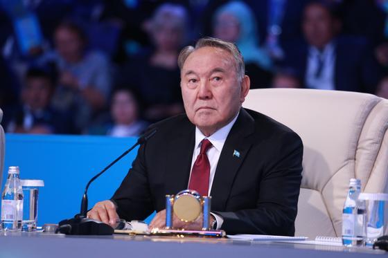 Назарбаев: При зарплате в 500 тыс. тенге в семье платить ипотеку не так накладно