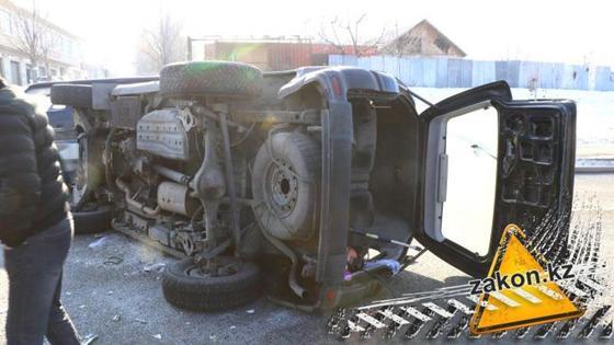 Автомобиль с детьми перевернулся в Алматы: стало известно о состоянии здоровья пострадавших