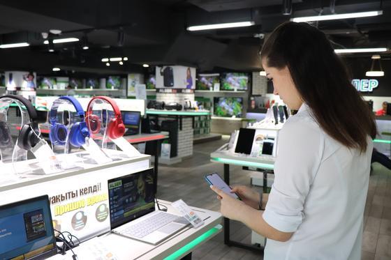 Казахстанцы смогут покупать технику в магазинах через приложение