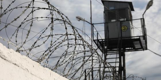 Трое заключенных в колонии зашили себе рты в Мангистау