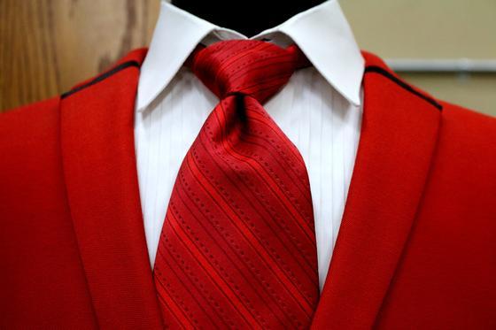 Красный пиджак и галстук