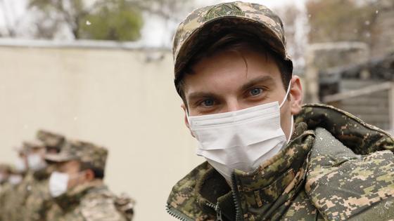 """""""Хочу отдать долг Родине"""": как проходит призыв в Алматы"""