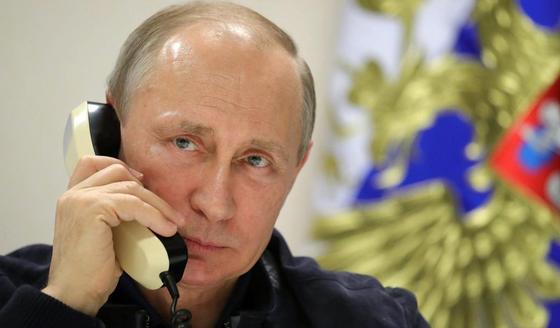 Песков рассказал, что у Путина нет смартфона