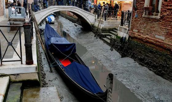 После наводнения в Венеции обмелели каналы