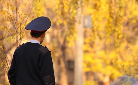 """Ақтөбеде полиция инспекторы """"ұрлық жасады"""" деген күдікке ілінді"""