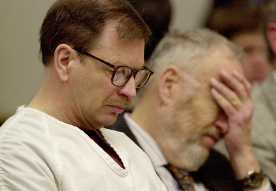 Гэри Риджуэй на судебном процессе в 2003