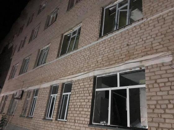 """""""Реактивный снаряд влетел"""": Токаев осмотрел пострадавшие дома в Арыси (фото, видео)"""