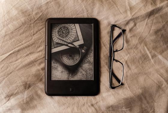 Электронная книга и очки