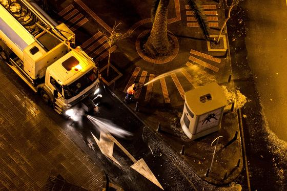 В Алматы будут мыть улицы и тротуары из-за карантина