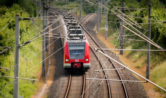 """Движение поездов отменили в Туркменистане, несмотря на """"отсутствие"""" коронавируса в стране"""