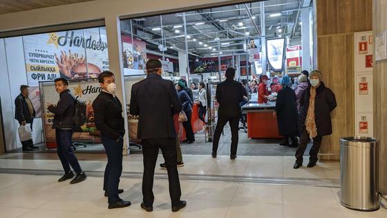Ажиотаж на продукты не стихает в Алматы
