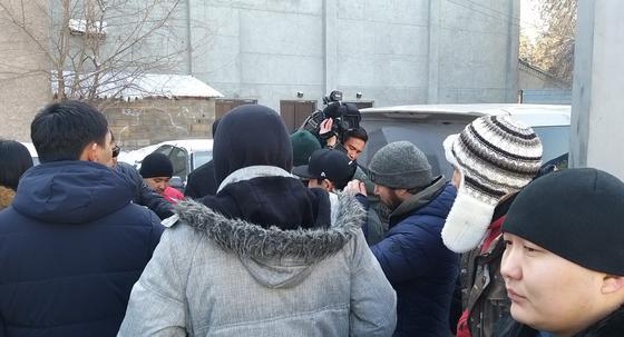 """""""Хотим ездить как прежде"""": алматинцы возмущены необходимостью регистрировать иностранные авто"""