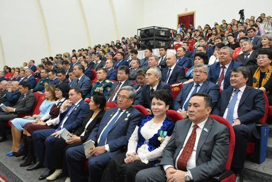 В Акмолинской области прошло торжественное собрание, посвященное Дню Независимости Казахстана
