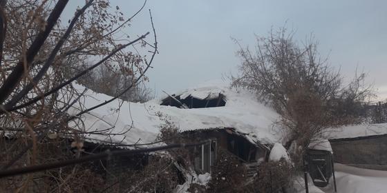 11 семей переселят из-за обрушения крыши дома в Уральске