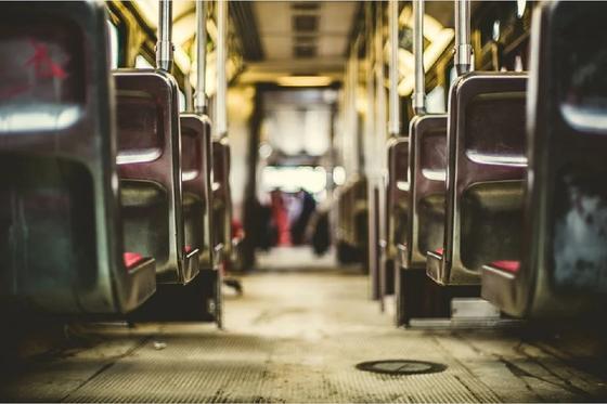 Ақтөбеде кондуктор автобустан құлап, қайтыс болды