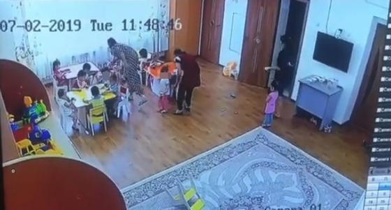 """""""Воспитатель избивает, а няни смеются"""": жестокое обращение с малышами сняли в детсаду Талдыкоргана"""