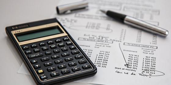 Калькулятор лежит на графике погашения кредита