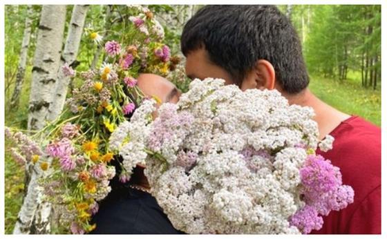 """""""Стыдно"""": Пользователи раскритиковали фотографию целующейся с мужем Жорабаевой"""
