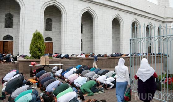 Пятничный намаз отменили в мечетях Казахстана