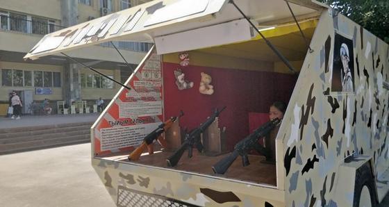 """""""Парковка новая, вокзал тот же"""": как живет алматинский Сайран (фото)"""