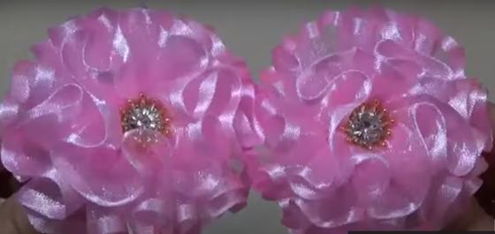 Два розовых пышных банта