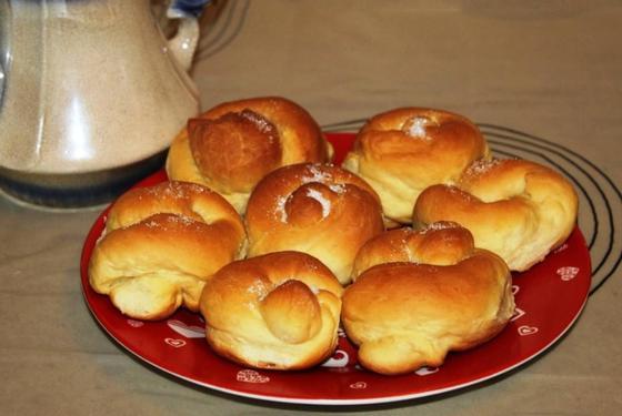 Сладкие булочки на молоке и дрожжах