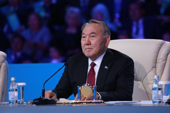 «Кто такой отец? - Это защитник, кормилец, учитель»: Назарбаев о главе страны