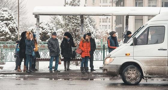 Дежурные автобусы согревают астанчан вместо теплых остановок