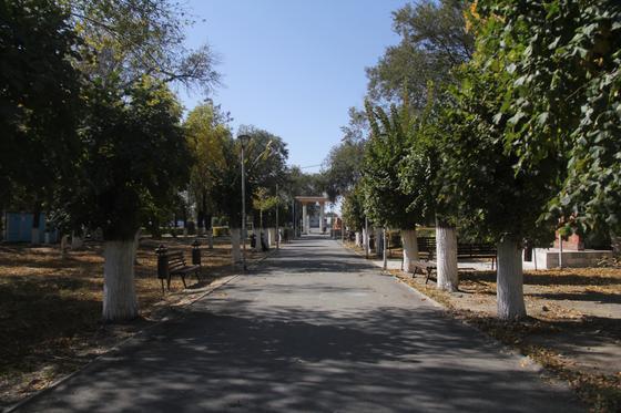 Парковая аллея Уштобе находится возле акимата