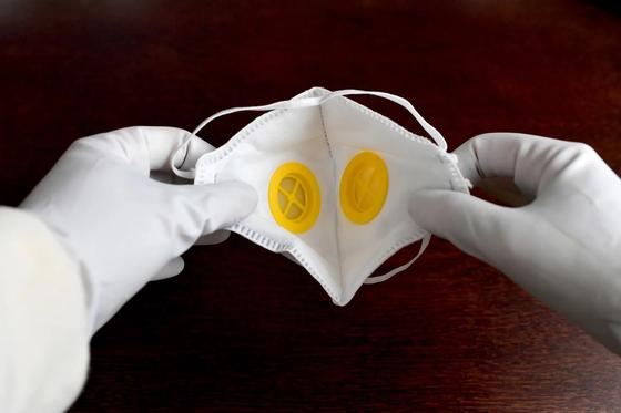 Здоровому человеку не надо носить маску, считает главный санврач ЗКО