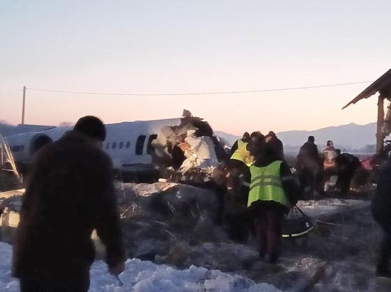 В аэропорту Алматы разбился самолет Bek Air