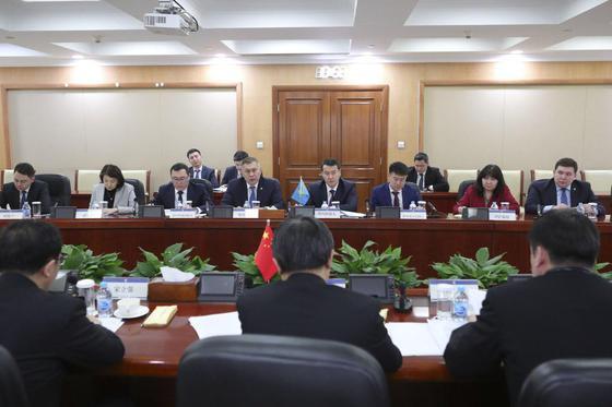 Министр финансов РК Алихан Смаилов посетил Пекин