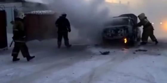 Два автомобиля загорелись на ходу в Караганде и Балхаше