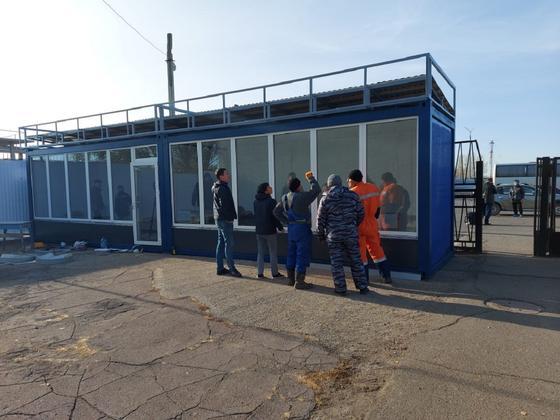 Установка вагончика в аэропорту Уральска