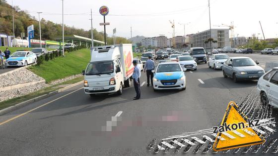 Место аварии на ВОАД в Алматы