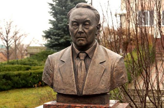Нұрсұлтан Әбішұлының монументі Молдовада