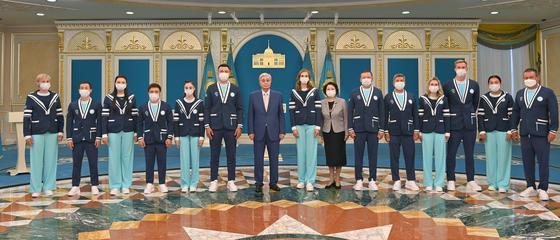 Касым-Жомарт Токаев со спортсменами