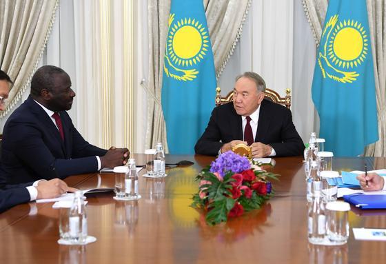 Назарбаев встретился с членами семьи покойного гендиректора МАГАТЭ Юкия Амано