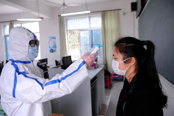 Почти 11 тысяч человек в мире заразились коронавирусом за сутки