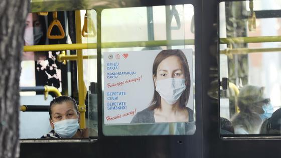 Медицинские маски подешевели в Казахстане, заявил глава Минздрава