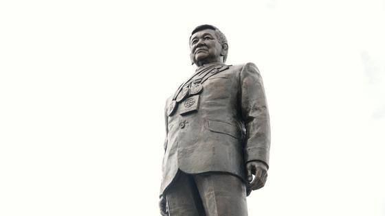 Памятник Жаксылыку Ушкемпирову
