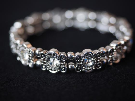 Серебряное украшение с драгоценными камнями
