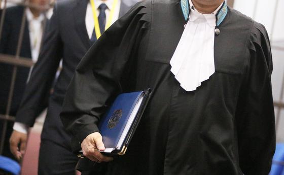 Суд над водителем Lexus, избившим пенсионера, начался в Костанае