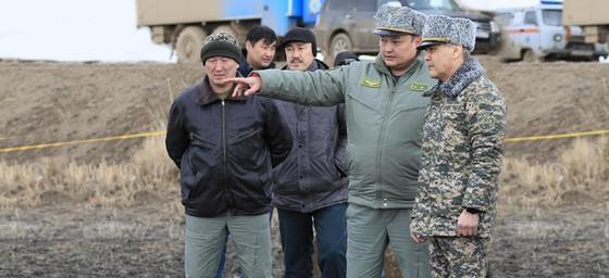 Министр обороны Казахстана прибыл к месту крушения вертолета МИ-8
