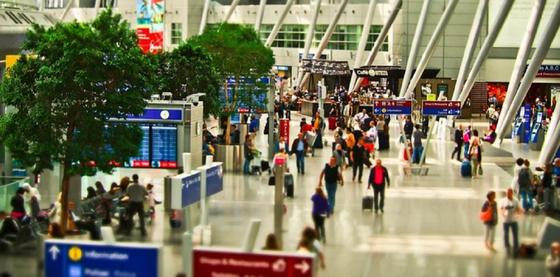 Минздрав ищет пассажиров трех рейсов из Москвы, Варшавы и Франкфурта