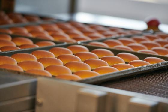 Как готовятся ингредиенты для блюд McDonald's, показали в Алматы