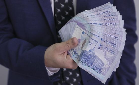 Сколько денег получили из-за рубежа казахстанцы